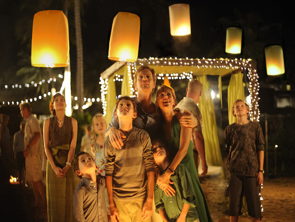 (L to R)  SAMUEL JOSLIN,TOM HOLLAND, OAKLEE PENDERGAST,  EWAN McGREGOR and NAOMI WATTS star in THE IMPOSSIBLE